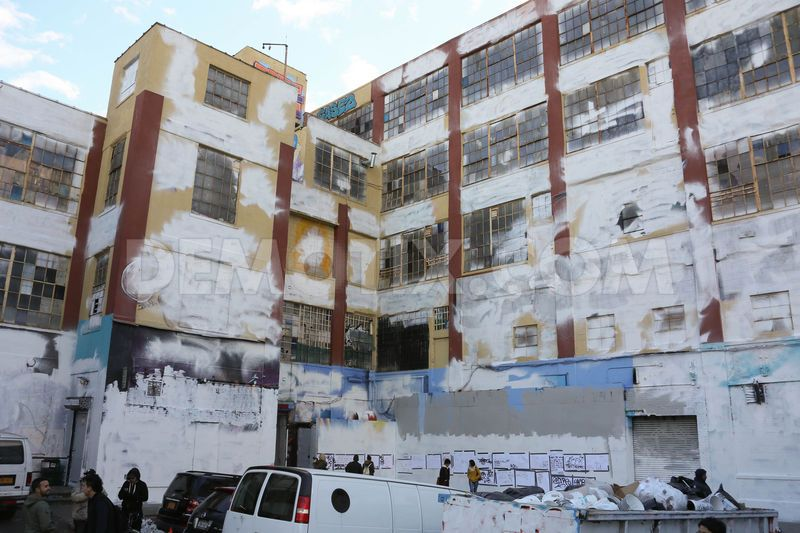 1384907193-graffiti-mecca-5-pointz-repainted-white-in-long-island-city-queens_3283100