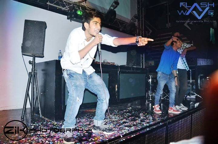 addy-nagar-rapping-with-fans