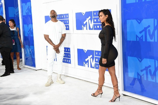 kanye west kim kardashian mtv vma red carpet