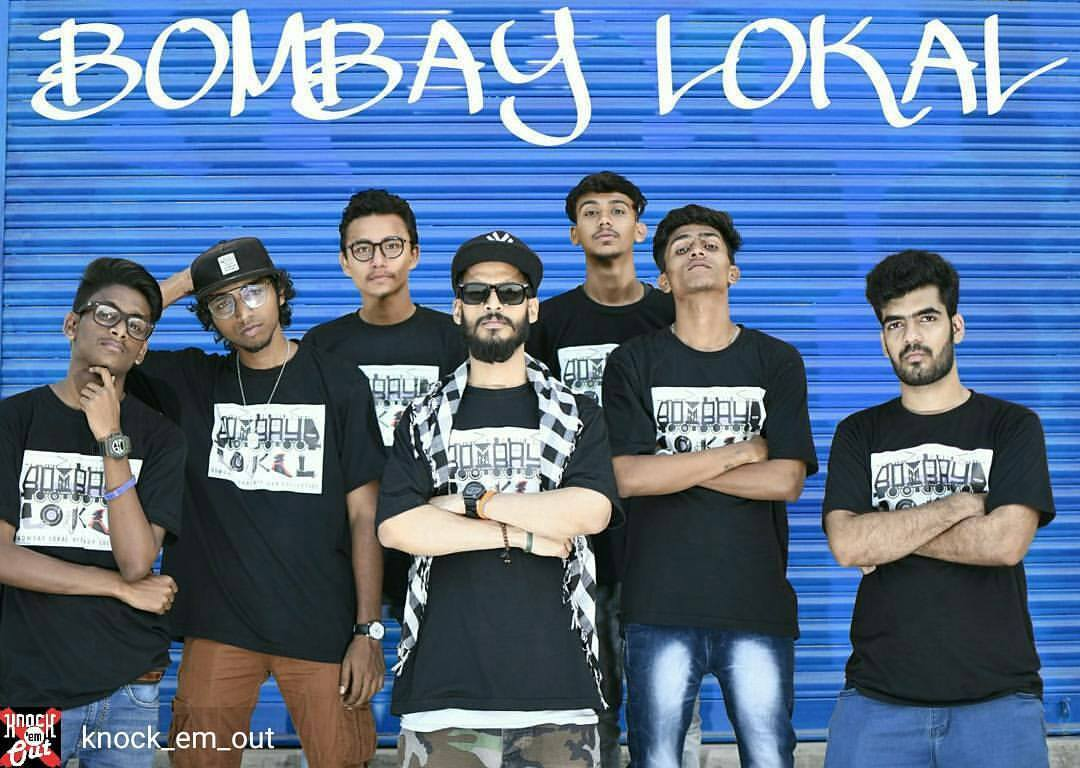Bombay Lokal Hits Mumbai's Local Train And Raps Impromptu For The Crowd!